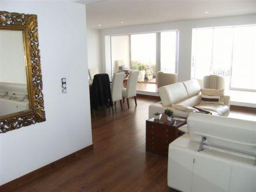 carrelage et parquet meme piece beautiful tapis classique en laine grise avec effet d la manire. Black Bedroom Furniture Sets. Home Design Ideas